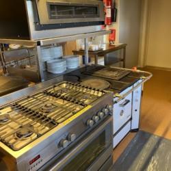 Küche im norwegischen Gruppenhaus Solstrand am See